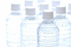 ペットボトルも合成ポリマーで作られています。